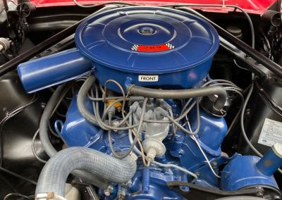 Venez découvrir cette magnifique ford mustang cabriolet avec moteur v8 dans notre show room spécialisé en vieilles voitures américaines