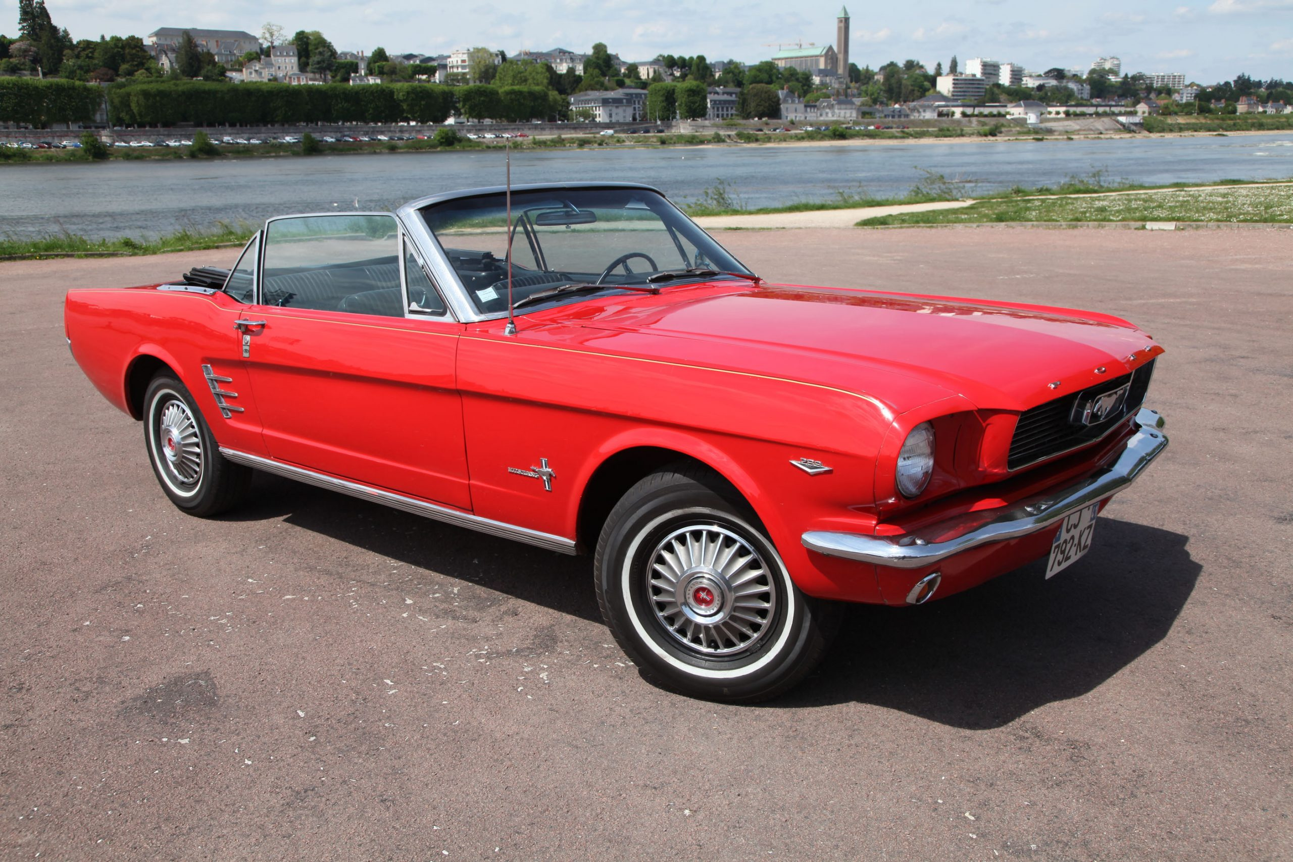 Vente vehicule collection ancien - import direct des etats unis - ford mustang cabriolet capote manuelle