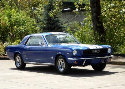 Ford Mustang a vendre dans notre shop show room de blois - specialiste voiture ancienne americaine