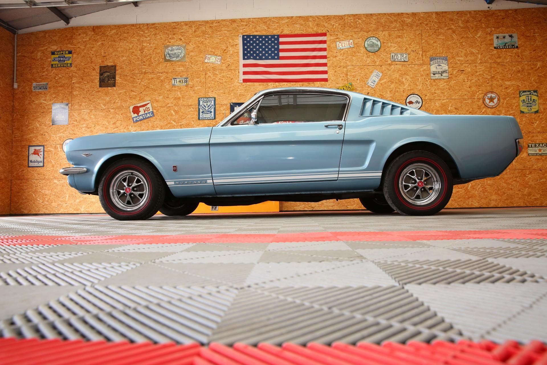 A découcrir dans notre shop de voiture ancienne americaine, cette superbe ford mustang fastback